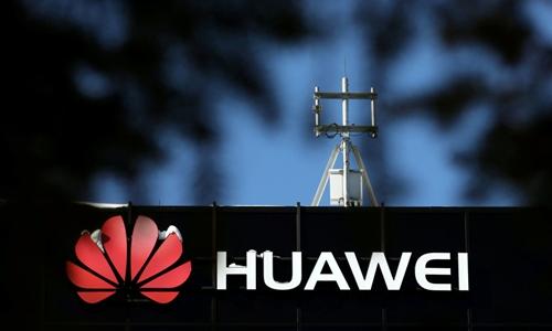 Logo ở bên ngoài cơ sở nghiên cứu của Huawei tại Canada. Ảnh: Reuters.