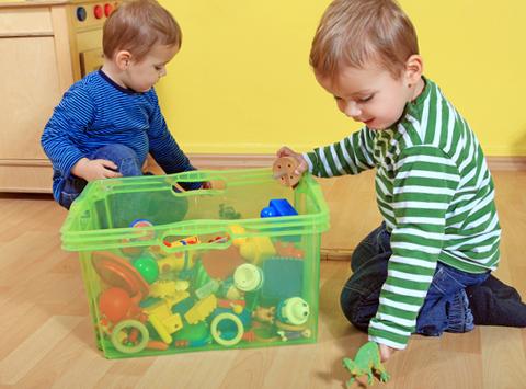 Sáu cách dạy trẻ tự dọn đồ chơi theo phương pháp Montessori -