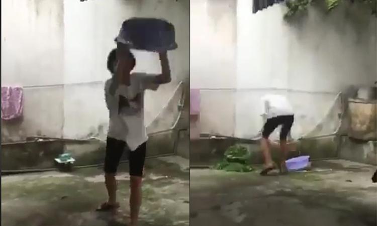 Cô gái vứt rổ vào tường khi trổ tài vẩy rau -