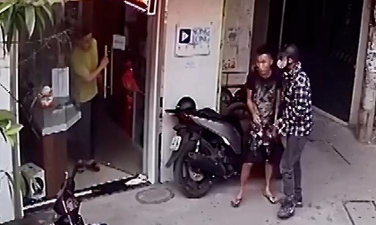 Thanh niên ''mù công nghệ'' đi trộm SH bị bắt quả tang -