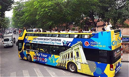Xe buýt hai tầng thoáng nóc đã hoạt động ở Hà Nội. Ảnh: Bá Đô