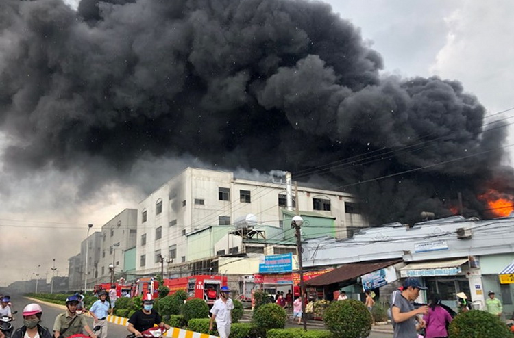 Cháy lớn trong khu công nghiệp ở Bình Dương - ảnh 2