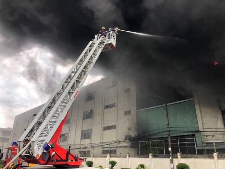 Cháy lớn trong khu công nghiệp ở Bình Dương - ảnh 3