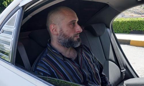 Alessandro Sandrini ngồi trong xe sau cuộc họp báo ngày 22/5. Ảnh: AFP.