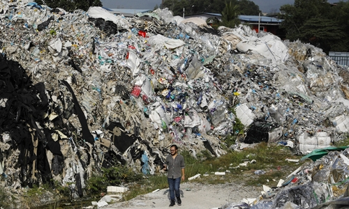 Bãi rác ở Ipoh, Malaysia hồi tháng một. Ảnh: Huffpost.