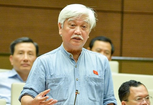 Đại biểu Dương Trung Quốc phát biểu tại Quốc hội. Ảnh: Trung tâm báo chí Quốc hội