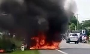 Bé trai 14 tuổi tử vong trên xe khách cháy rụi ở Đồng Nai