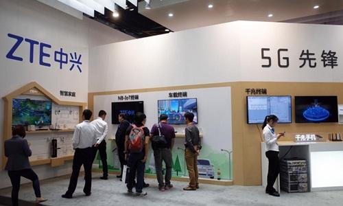 Gian hàng của ZTE tại một triển lãm công nghệ ở Bắc Kinh hồi năm 2017. Ảnh: Reuters.