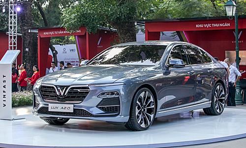 Lux A2.0 bản concept ra mắt tại công viên Thống Nhất Hà Nội hồi 2018. Giá mẫu sedan thương hiệu VinFast là giai đoạn đầu là 880 triệu, đến 1/9/2019 là 1.502 triệu đã bao gồm VAT. Ảnh: Lương Dũng