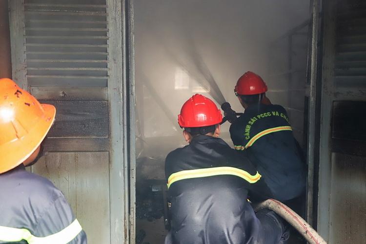 7 gian nhà kho nghiên cứu dâu tằm ở Bảo Lộc cháy rụi