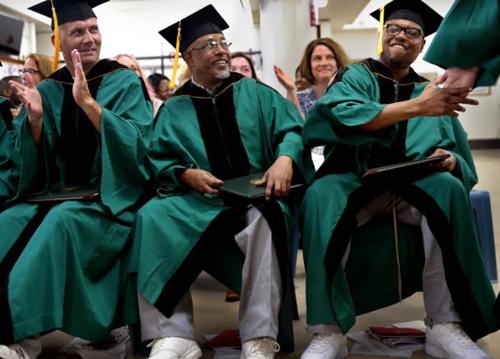 Đại học Mỹ tổ chức lễ tốt nghiệp cho sinh viên trong tù - ảnh 1