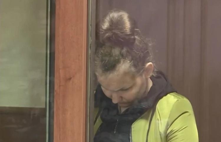 Yana Deinesh xuất hiện tại tòa.