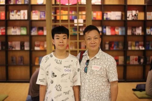Anh Phan Kế Vinh và con trai Phan Hoàng Thông tham dự chương trình offline tại FUNiX.