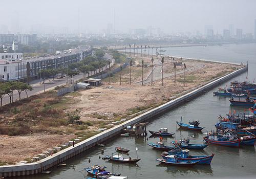 Dự án bất động sản lấnsông Hàn (Đà Nẵng) đã được thành phố điều chỉnh quy hoạch giảm mật độ xây dựng nhà cao tầng. Ảnh:Nguyễn Đông.