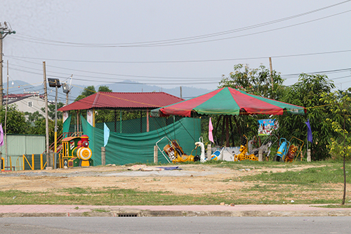 Một khu trò chơi dành cho trẻ em tại công viên Trần Phú vừa bị đình chỉ. Ảnh: Đức Hùng