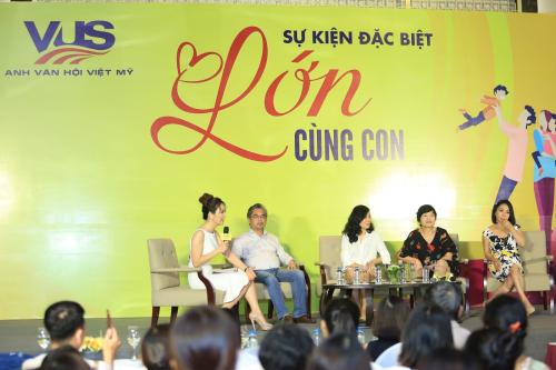 Phụ huynh Hà Nội học cách 'Lớn cùng con' từ chuyên gia