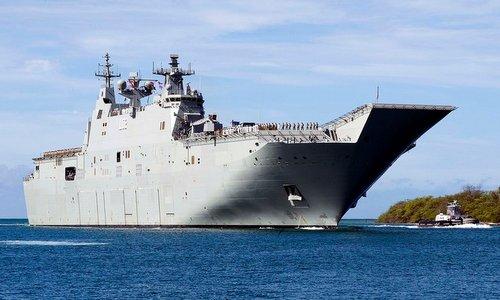 Tàu sân bay HMAS Canberra của hải quân Australia. Ảnh: US Navy.