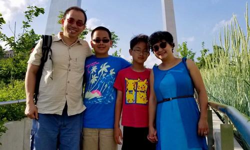 Ông Khánh cùng vợ và hai con trong một lần đi du lịch tại Missouri, Mỹ. Ảnh: NVCC.