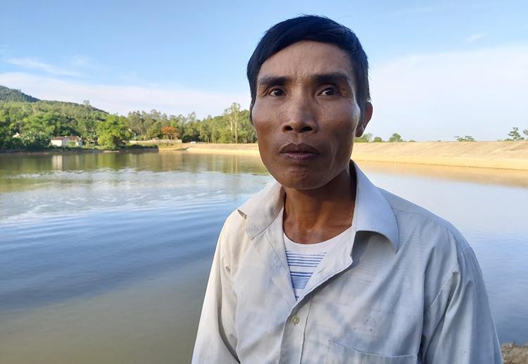 Anh Nguyễn Đại Hòe kể lại vụ tai nạn thương tâm. Ảnh: Nguyễn Hải.