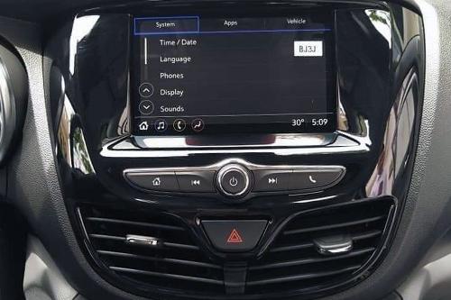 Xe lắp màn hình cảm ứng 7 inch cho hệ thống thông tin giải trí.