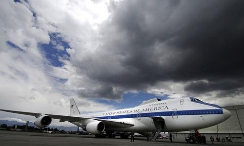 Một chiếc E-4B đậu tại sân bay quốc tế Bogota, Colombia. Ảnh: USAF