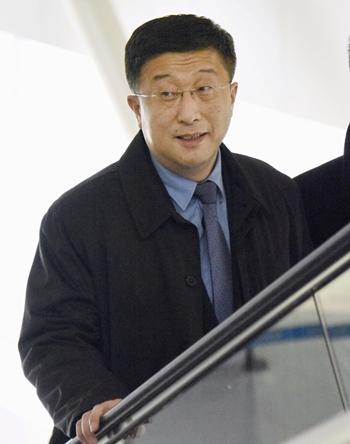 Đặc phái viên Triều Tiên Kim Hyok-chol tại Bắc Kinh ngày 19/2. Ảnh: Reuters.