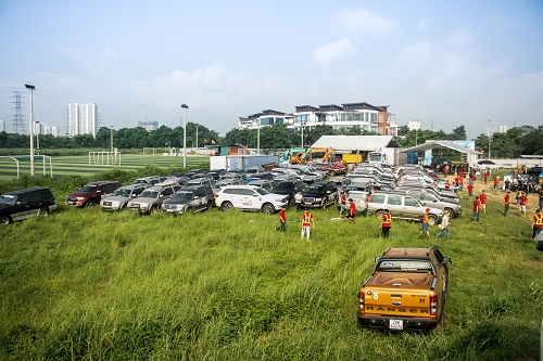 Vừa qua, câu lạc bộ Ford Everest đã tổ chức cuộc thi chạy xe địa hình off-road tại Hà Nội, thu hút 100 ôtô và khoảng 300 thành viên từ khắp đất nước. Trong đó nhiều người đến từ Tây Nguyên, Đà Nẵng, Nha Trang chạy xe ra thủ đô để tham dự.