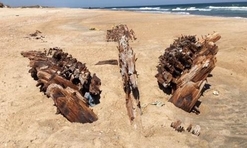 Xác tàu G.A. Kohler trên bãi biển ở North Carolina. Ảnh: Facebook.