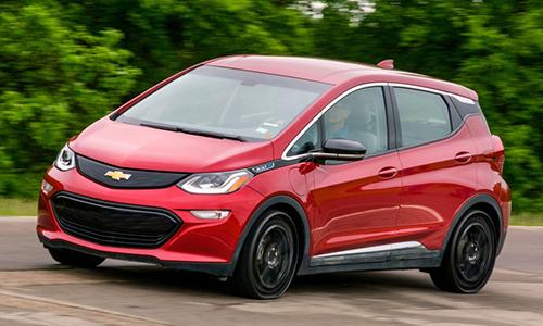 Xe điện Chevy Bolt chạy thử trên lốp không hơi. Ảnh: Autoblog