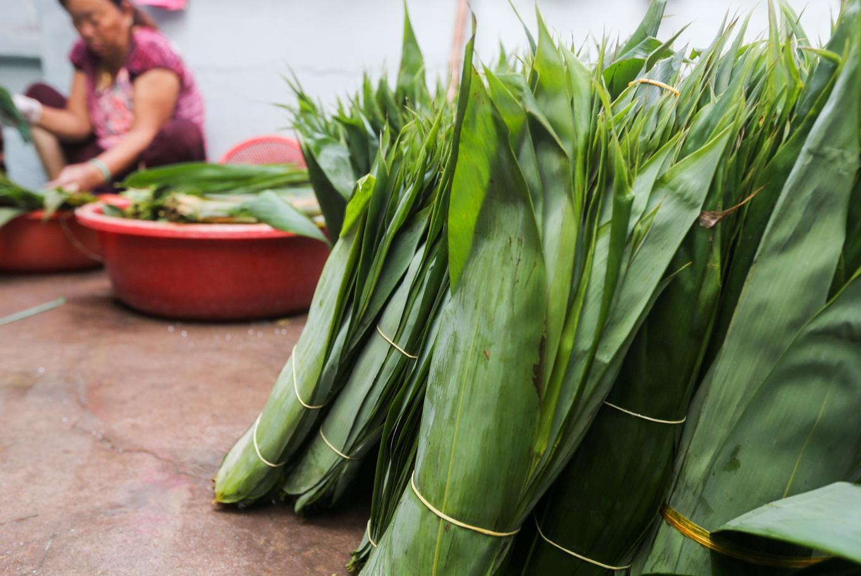 Xóm hơn 50 năm làm bánh ú lá tre ngày Tết Đoan Ngọ ở Sài Gòn
