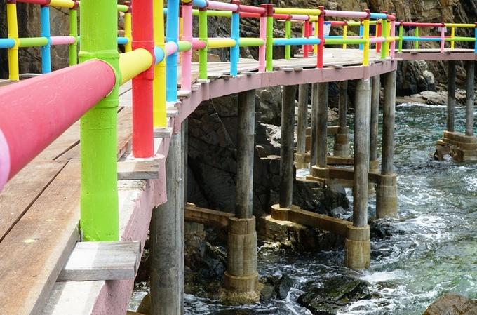 Cầu 800 m với trái tim màu đỏ bên bờ biển Quy Nhơn