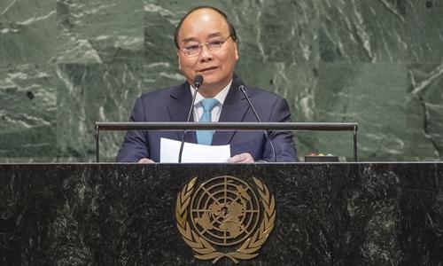 Thủ tướng Nguyễn Xuân Phúc phát biểu trước Đại hội đồng Liên Hợp Quốc tại New York ngày 27/9. Ảnh:Reuters.