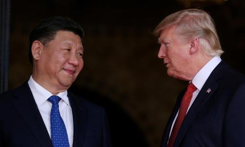 Ông Trump và ông Tập gặp nhau tại Florida, Mỹ, tháng 4 năm ngoái. Ảnh: Reuters.