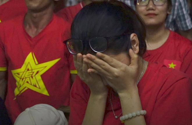 Cổ động viên tiếc nuối khi tuyển Việt Nam thua trong loạt penalty - VnExpress