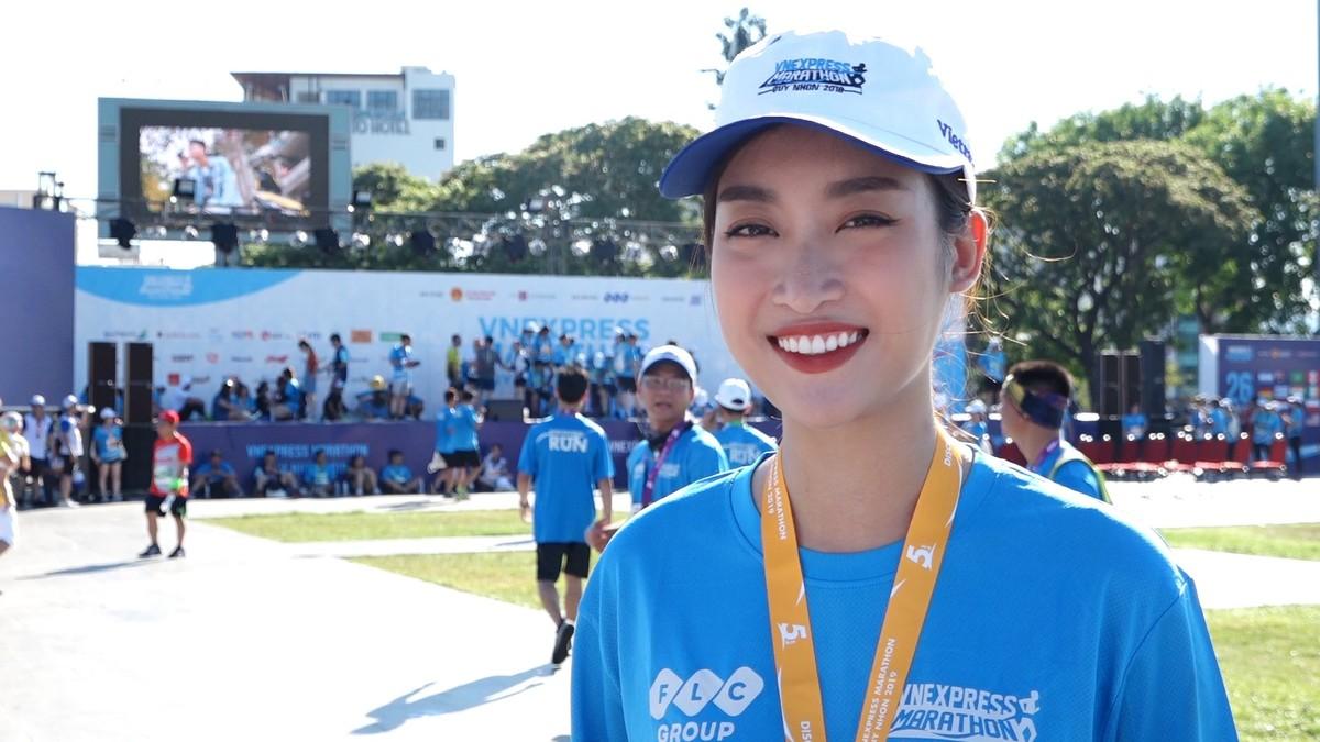 Hoa hậu Đỗ Mỹ Linh chạy VnExpress Marathon để giúp trẻ nghèo