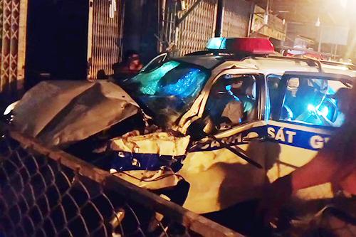 Ôtô CSGT biến dạng sau tai nạn. Ảnh: Nguyệt Triều.