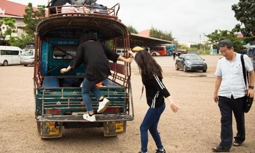 Lee Yumi và Kwang Ha-yoon lúc mới đến thủ đô một quốc gia Đông Nam Á sau 50 tiếng vượt biên trái phép khỏi Trung Quốc. Ảnh: CNN.