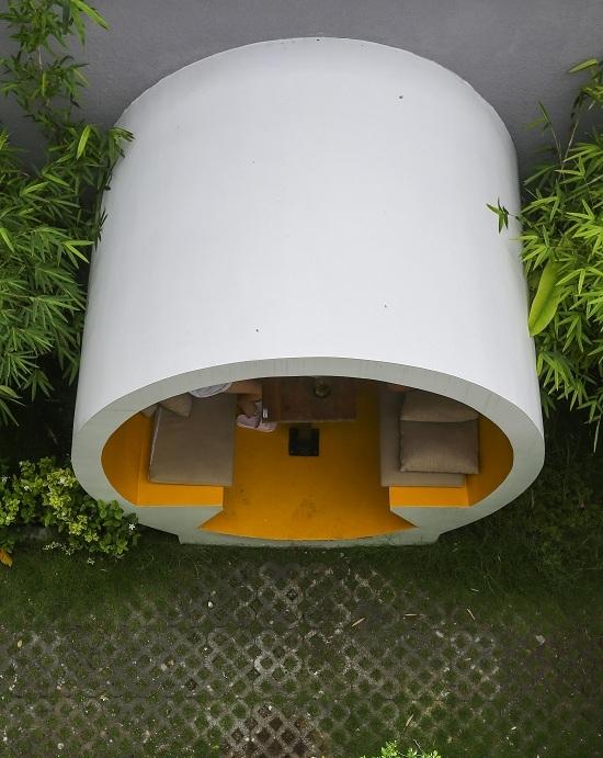Quán cà phê cho khách ngồi trong ống cống ở Sài Gòn
