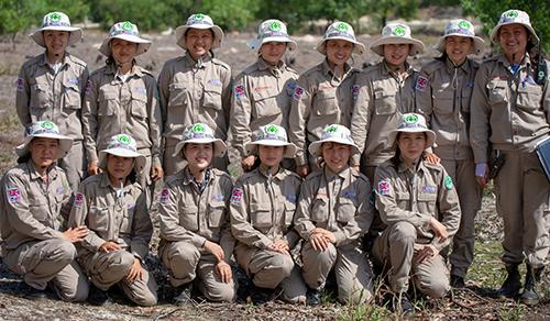 Nhóm rà phá bom mìn toàn nữ đầu tiên của Việt Nam thuộc Dự án Renew. Ảnh: SCMP