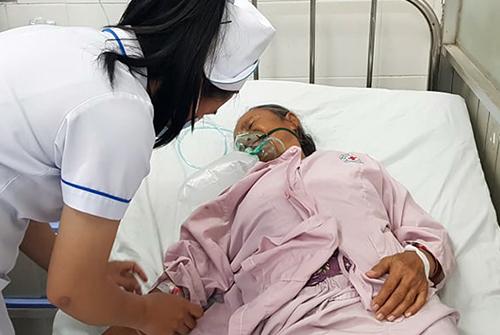 Vợ ông Hai đang cấp cứu tạiBệnh viện Đa khoa khu vực Thủ Đức. Ảnh: Hoàng Trường.
