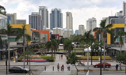 Phớt lờ đồng minh Mỹ, Philippines dang rộng vòng tay với Huawei - ảnh 1