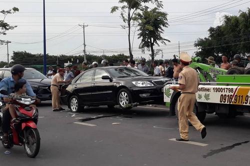 Cảnh sát giải vây cho nhóm người trong ôtô bị giang hồ bao vây - ảnh 2