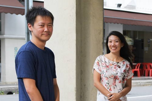 Gary Lee (trái) và Eunice Leow đang nỗ lực giảm chất thải thực phẩm ở Singapore. Ảnh: Pang Xue Qiang.
