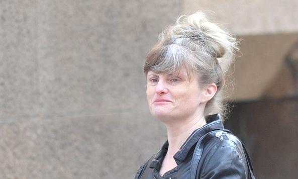 Lesley Bradbury xuất hiện trước công chúng sau phiên tòa. Ảnh: Stoke Sentinel.