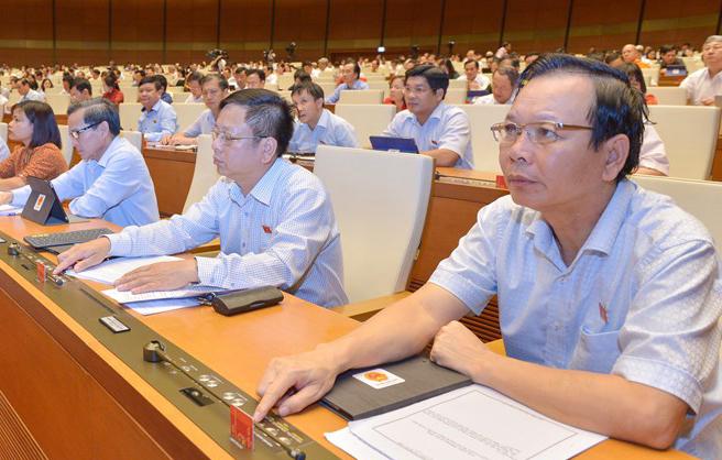 Đại biểu Quốc hội khóa XIV trong phiên họp toàn thể tại kỳ họp thứ 7. Ảnh: Trung tâm báo chí Quốc hội