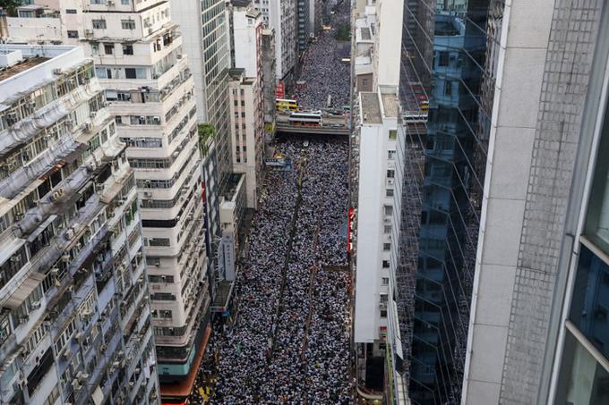 Hai cuộc biểu tình chống dự luật dẫn độ làm rung chuyển Hong Kong