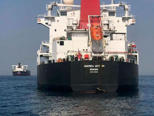 Một tàu chở dầu tre cờ Na Uy ngoài khơi Các Tiểu Vương quốc Arab Thống nhất (UAE). Ảnh: AP.