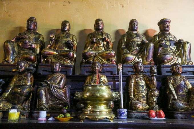 Ngôi chùa gần 300 tuổi trang trí hàng nghìn chiếc đĩa ở Sài Gòn