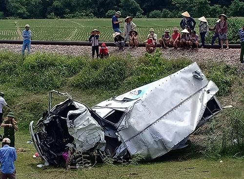 Xe tải biến dạng sau tai nạn. Ảnh: Đ.H