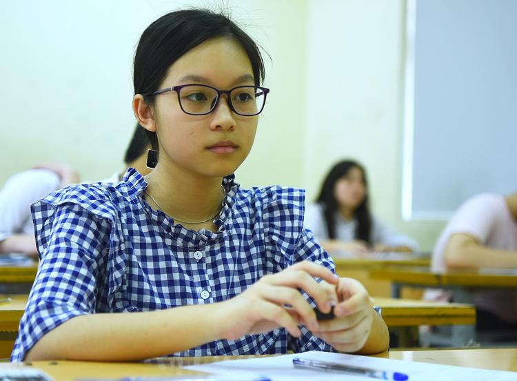 Thí sinh thi vào lớp 10 ở Hà Nội hôm 2/6. Ảnh: Giang Huy